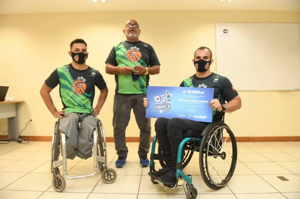 All Star Rodas recebe doação em dinheiro e equipamentos do SESI