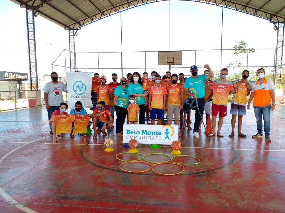 Alunos do Futebol Social recebem visita do atleta olímpico e embaixador do projeto Belo Monte Comunidade Lars Grael