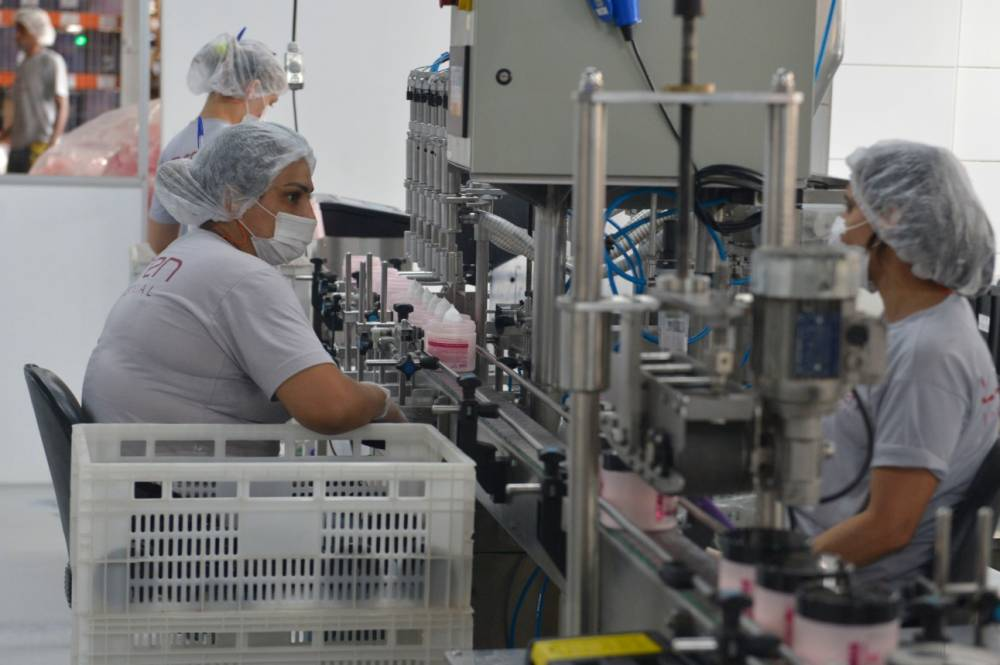 Nove em cada 10 brasileiros afirmam que ter uma indústria forte deve ser prioridade para o país, mostra pesquisa da CNI
