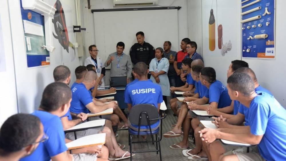 SENAI oferta cursos aos detentos do Complexo de Americano