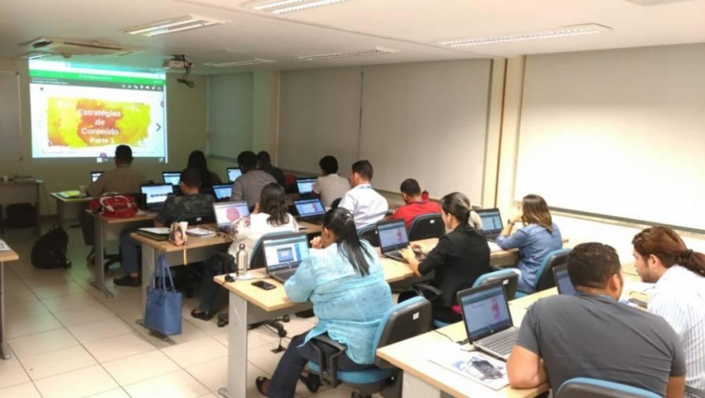Professores do SESI recebem treinamento sobre ensino a distância