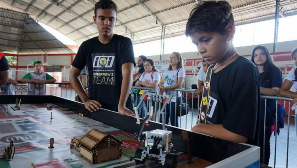 Alunos do SESI participam de torneio de robótica em Belém
