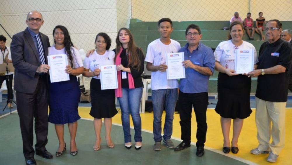 SENAI certifica alunos de comunidade carente