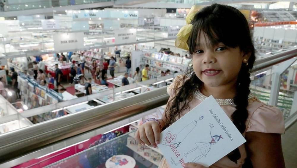 Aluna do SESI participa da Feira Pan-Amazônica do Livro