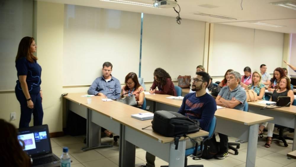 Equipes de SSI e Mercado recebem treinamento para o SESI Viva +