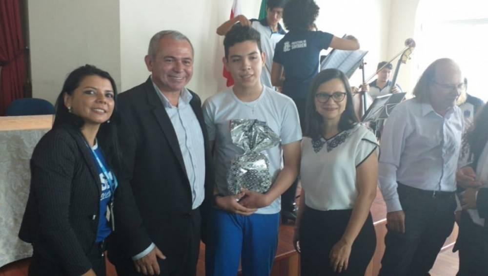Aluno do SESI ganha prêmio em concurso literário em Santarém